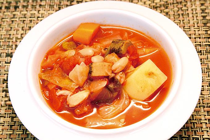 根菜と豆入りのミネストローネ