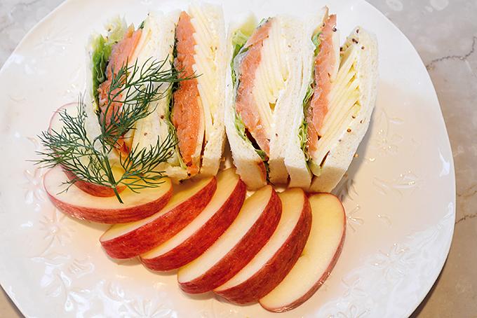 リンゴ&サーモンのサンドイッチ